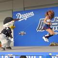 写真: 大縄跳び。