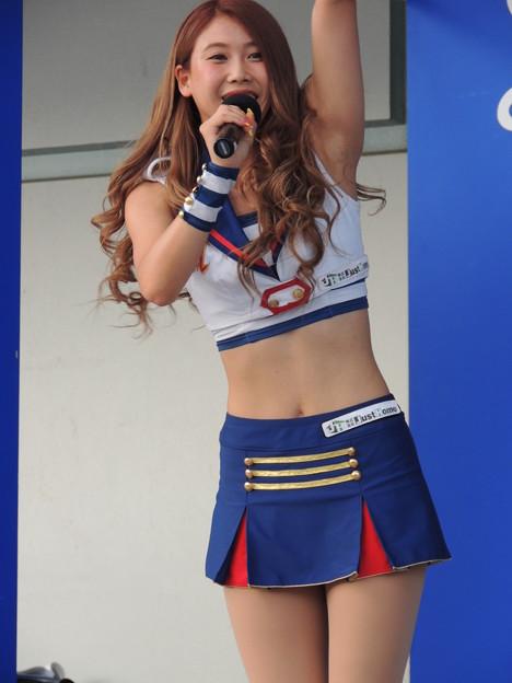 写真: YUINAさん。