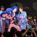 写真: ドアラと松井さん。