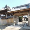 Photos: 正信寺の門。
