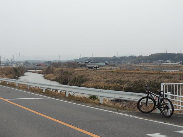 中ノ川沿いを走ります。
