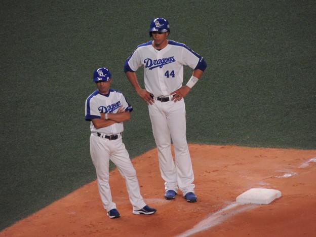 奈良原コーチとモヤ選手。