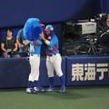 ドアラと亀澤選手。