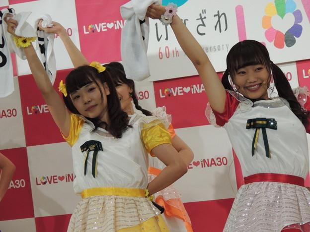 熊澤綾乃さん(右)。