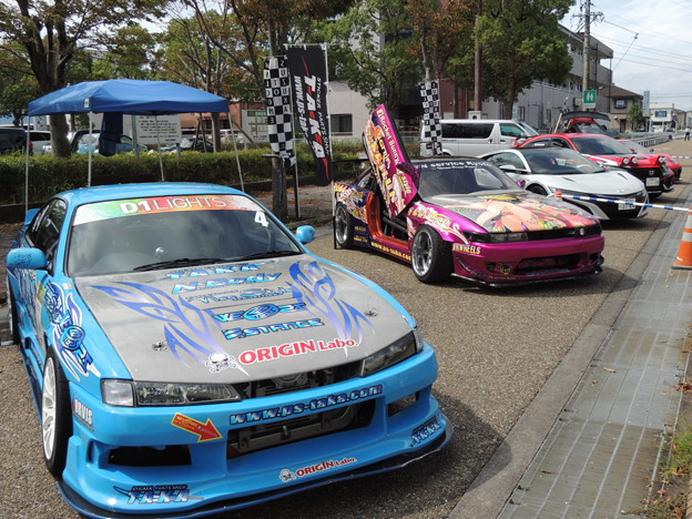 レースカー展示。