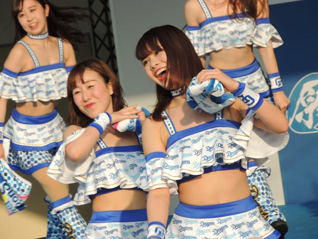 写真: MIKIさん・RINKAさん。