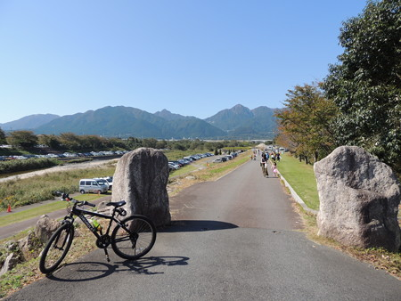 菰野町 三滝川沿い。