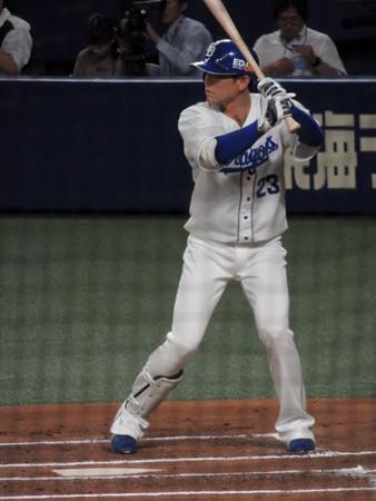 平田選手ケガで登録抹消。