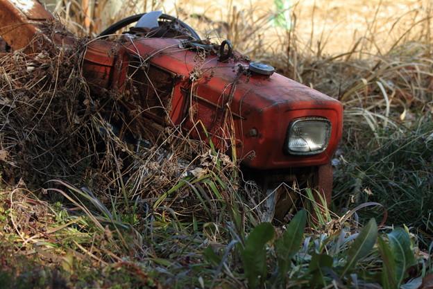 錆びついた耕運機
