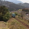 Photos: 西濃・山間を走る