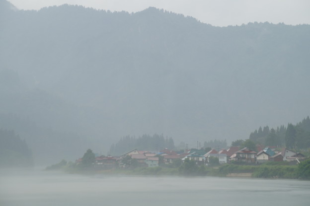 只見川の川霧 2