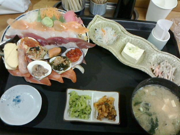 みゆきちゃん定食「スペシャル海鮮丼定食」1100円