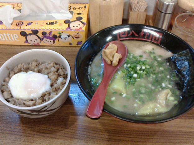 ラーメン八卦「とんこつラーメン+チャーシュー丼」950円はっけ
