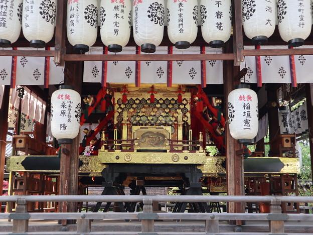 上御霊神社・神輿1