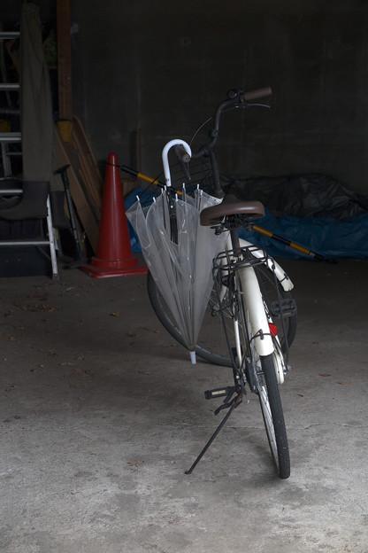 傘と自転車
