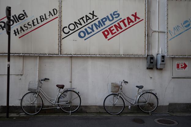 カメラ店横の自転車