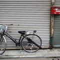 ポストと傘と自転車と