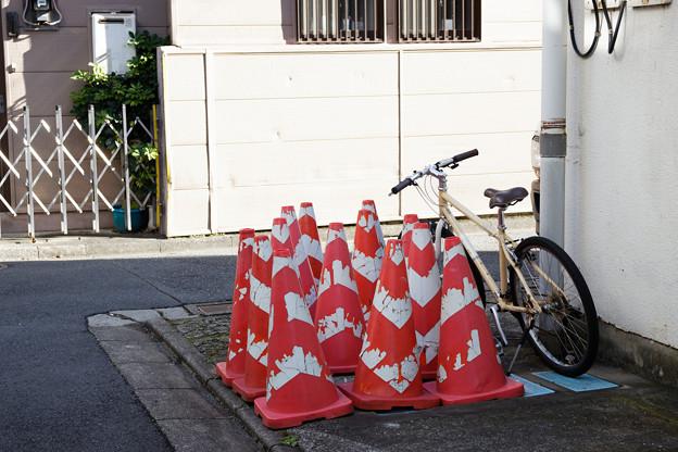 コーンと自転車