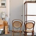 二脚の椅子