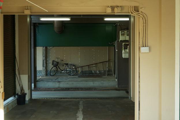 脚立と自転車