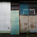 Photos: 窓とトタン