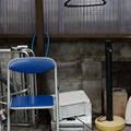 椅子とハンガーとプリンター