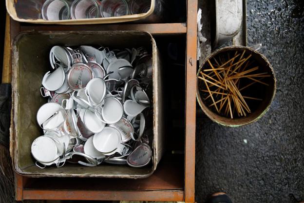 Photos: 焼き鳥とワンカップ