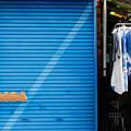 青いシャッター
