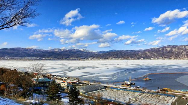 諏訪湖全面結氷