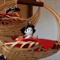 写真: 竹かごのつるし雛