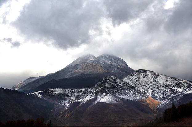 由布岳春の雪