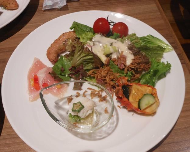 温泉宿夕食バイキング最初の一皿