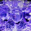グッピーが泳ぐワイングラス