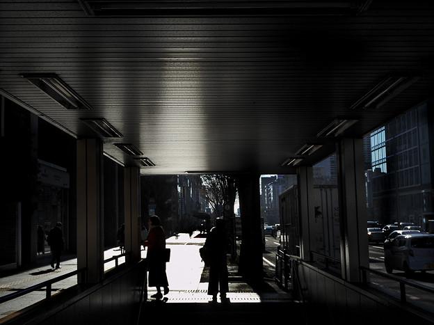 地下鉄から出て