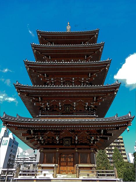 街中の五重塔