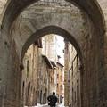 Photos: 雪の旧市街を歩く
