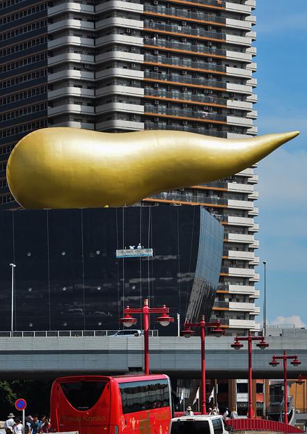Photos: 金色の○○○の下にゴンドラ
