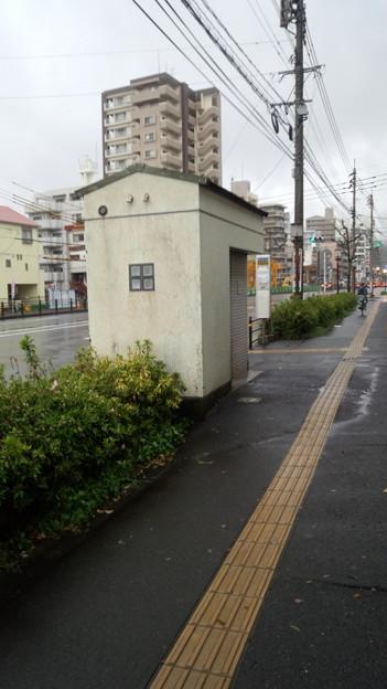 歩道上のトイレ 上之園町 鹿児島市