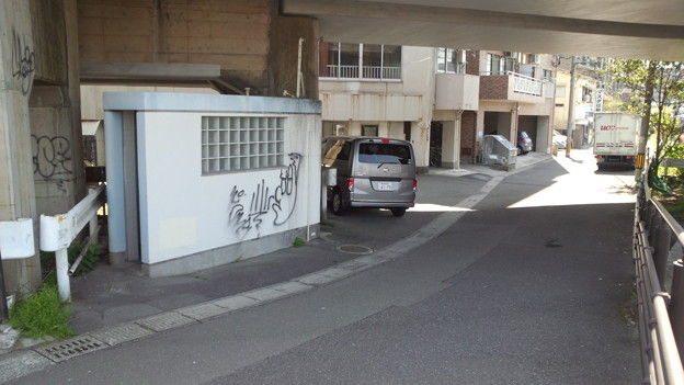 歩道上のトイレ 新上橋 鹿児島市