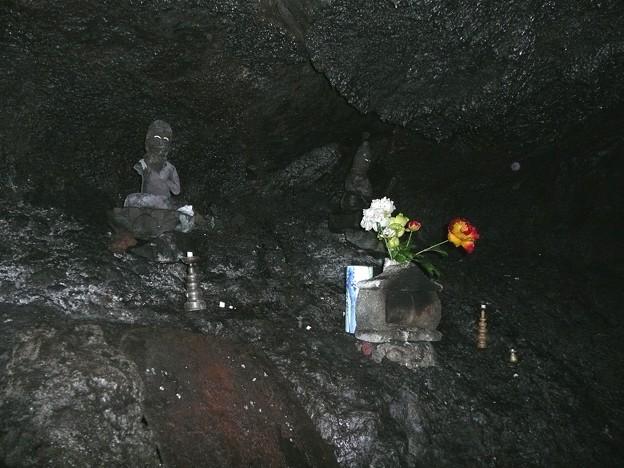 人穴洞穴の石仏
