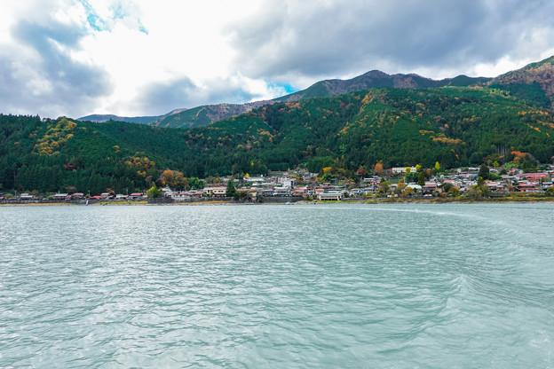 井川湖から眺める井川本村