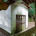 井川神社 本殿前の蔵
