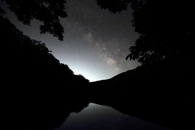 船形の森に銀河昇る