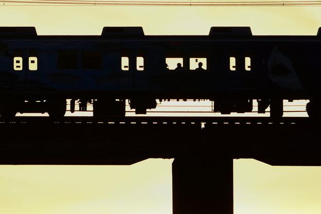 鉄橋を渡る 3)