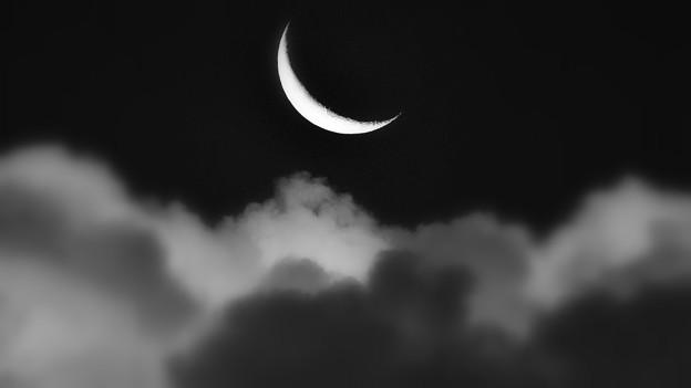 雲上の三日月