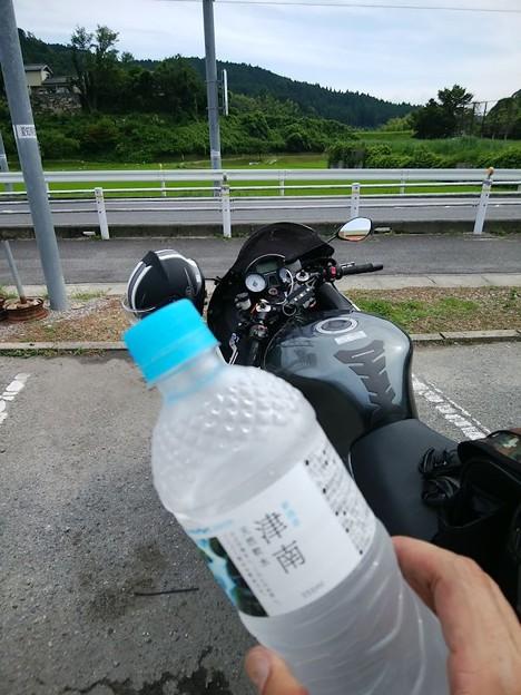 写真: 4 水分補給