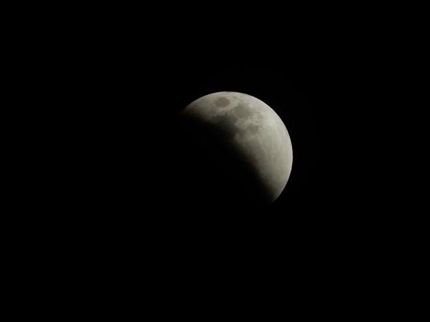 写真: 皆既月食 (2)