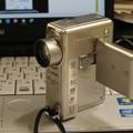 写真: 愛用の超小型ビデオカメラ