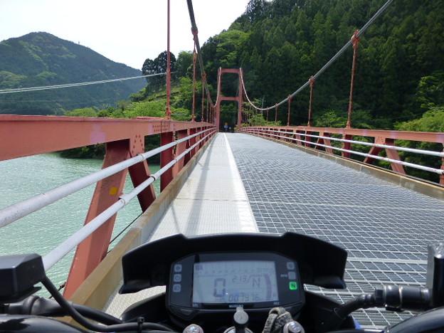 大栃ダム湖上の橋