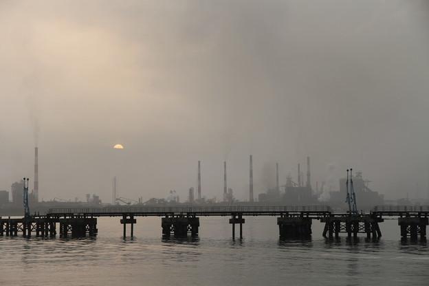 早朝工場地帯